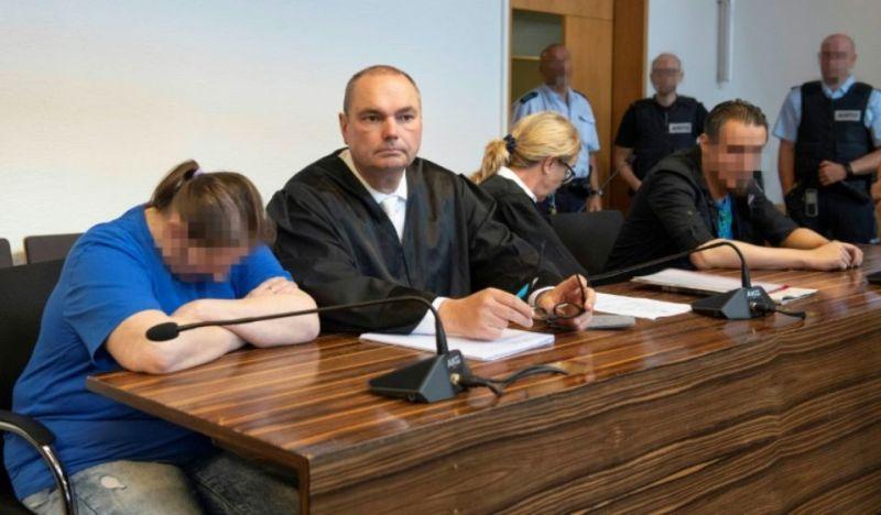 1146570-berrin-taha-g-et-son-compagnon-christian-lais-d-avec-leurs-avocats-le-7-aout-2018-au-tribunal-de-fri